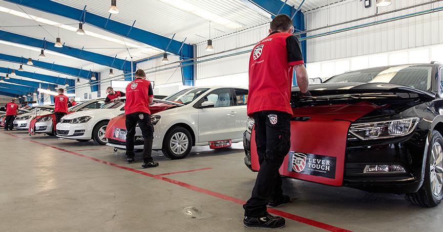 Paintless Dent Removal: la riparazione definitiva per danni da grandine nei veicoli