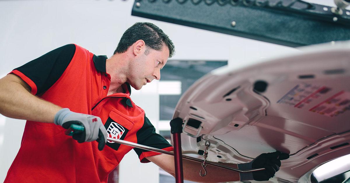 Técnicos PDR deLeverTouch: artesanos de las reparaciones de automóviles